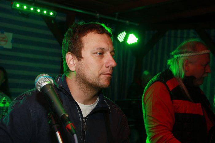 marty s mikrofonem